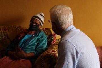Premier Winde speaking with Lindiwe Oldjohn.jpeg
